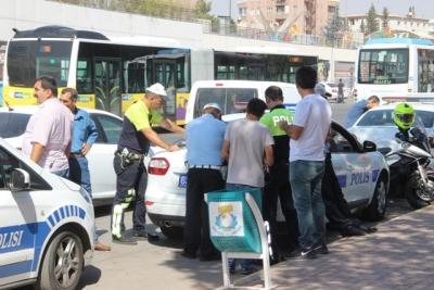 Trafikte telefonla konuşan sürücülere şok ceza